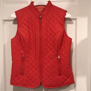 Vineyard Vines- Women's quilted reversible vest